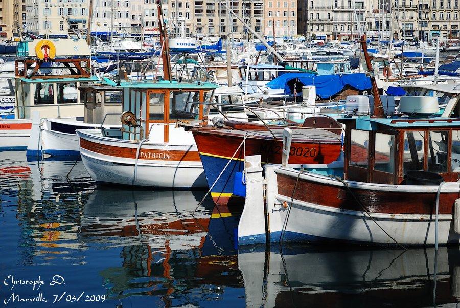 Bateaux dans le vieux port de marseille - Promenade bateau marseille vieux port ...