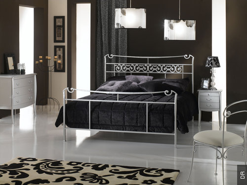 chambre avec lit noir gallery of chambre coucher complte noir laqu design deborah armoire noire. Black Bedroom Furniture Sets. Home Design Ideas