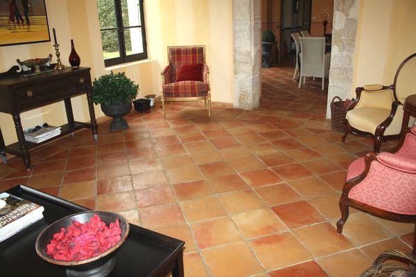 Quelles couleurs pour aller avec un sol en terre cuite for Peindre un carrelage sol interieur