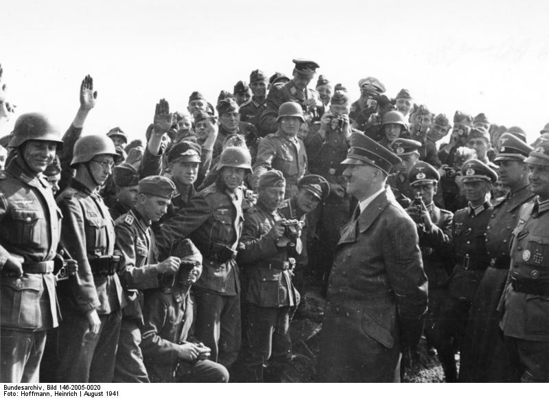 Adolf Hitler serait aux origines de Volkswagen et notamment de la Coccinelle. Adolf Hitler aurait rencontré Ferdinand Porsche à ce propos et lui aurait.